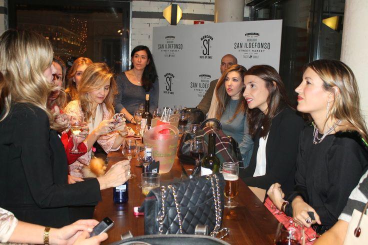 Encuentro Bazar con Clara Courel en el Mercado de San Ildefonso de Madrid (link in bio^)  #Zara  #stilettos #heels #EsenciaTrendy #blogger #fashionblogger #outfit #look #ladylike #red #dress #asesoradeimagen #personalshopper #Spain #luxe #event #Madrid #ClaraCourel #press