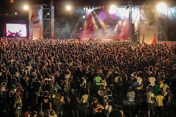 """""""Rugby Sound Festival 2015"""" a Parabiago (Milano) dal 26 giugno per 10 giorni. Il Rugby Sound Festival 2015 è un evento organizzato dalla città di Parabiago che unisce musica, cibo e l'amore per lo sport. Ben 10 giorni di divertimento. #RugbySoundFestival #RugbySoundFestival2015 #Parabiago #Milano #Musica #Concerti"""