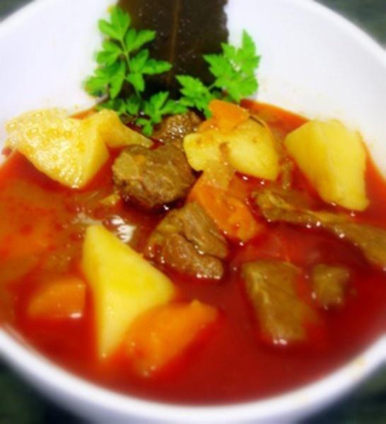 Estofado de carne de toro Navarra elabora carne de calidad. Las chuletas tiene más carne que sur de España.