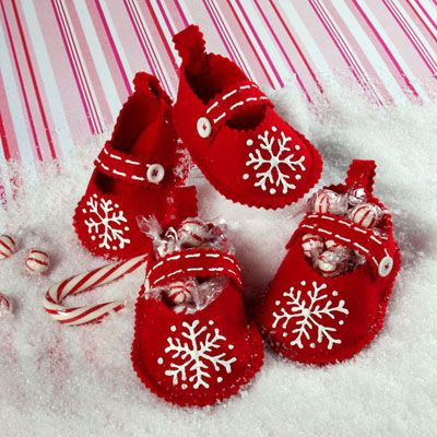 http://www.ilovetocreate.com/ProjectDetails.aspx?name=Cute+%E2%80%98n+Crafty+Christmas+Booties