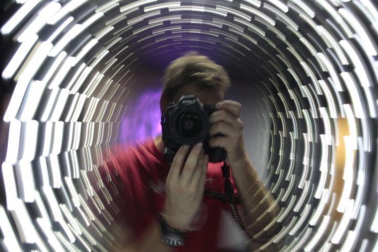 Fotograf v Zrcadlovém bludišti č.1