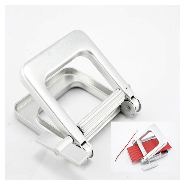 Στρίφτης Μεταλλικός Εργαλείο Φορμαρίσματος Kωδικός 01-0011 Μεταλλικό εργαλείο χειρός, ιδανικό για να πετύχουμε κυματιστό φορμάρισμα χαρτολωρίδων. http://goo.gl/E4dZxY