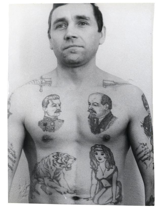 Schedels, Maria's en hakenkruizen: Een visuele encyclopedie van Russische gevangenistatoeages