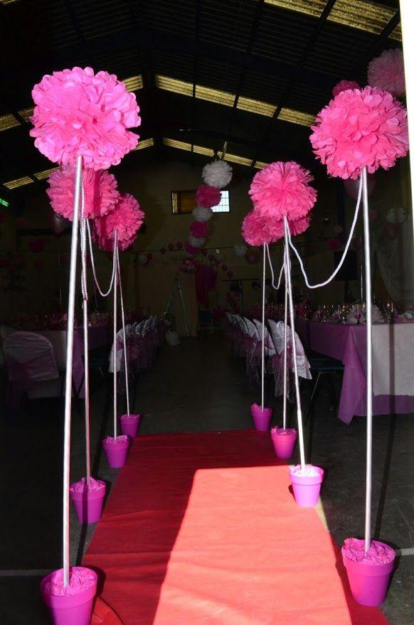 Topiarios gigantes para la entrada a la fiesta