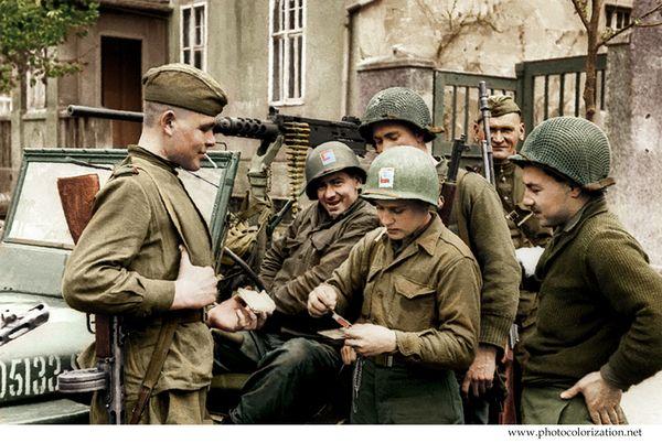 """Моя колоризация """"Советские и американские солдаты у джипа «Виллис» во время встречи на Эльбе."""""""