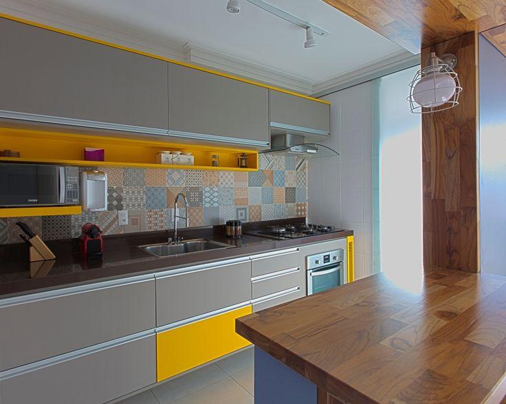 Cozinha, cinza combina com a maioria das cores, com esse amarelo ficou muito interessante