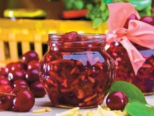 Konfitura z wiśni z migdałami