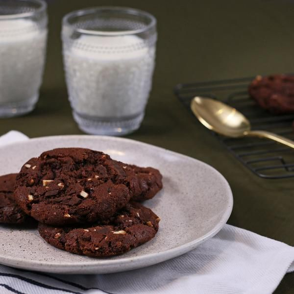 YouFoodz   Double Choc Protein Cookies $4.95   Dark chocolaty, chewy cookies, loaded with protein, and scattered with slivered almonds and sultanas   #Youfoodz #HomeDelivery #YoullNeverEatFrozenAgain