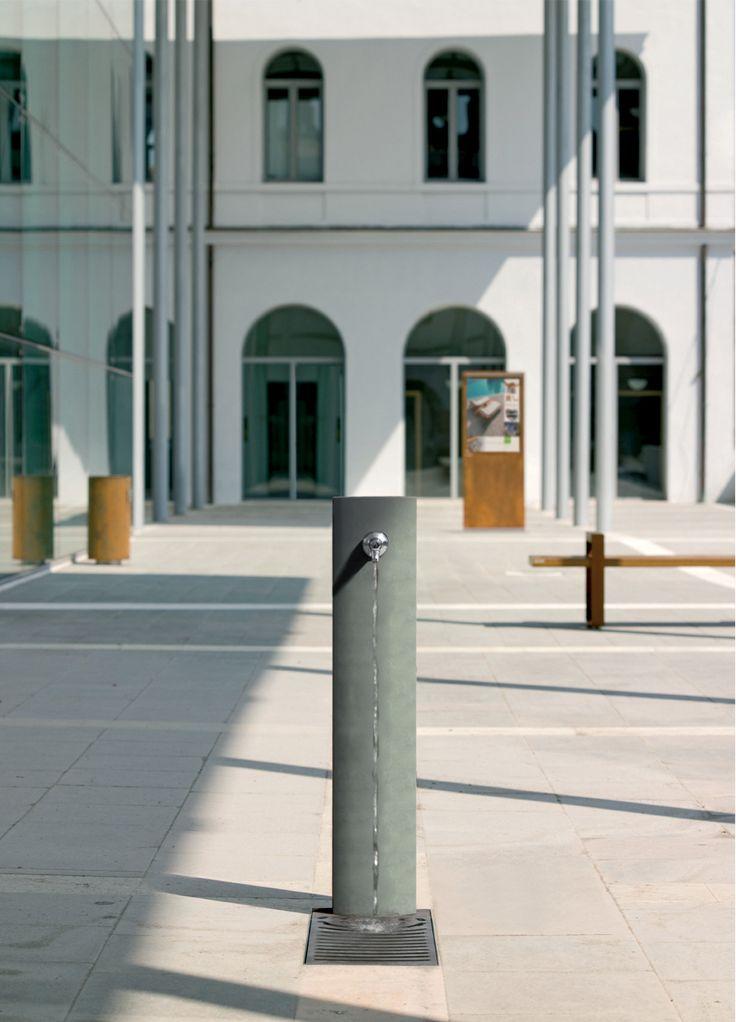 Floor Standing Drinking Fountain / Outdoor / Steel FUENTE By Raffaele  Lazzari METALCO