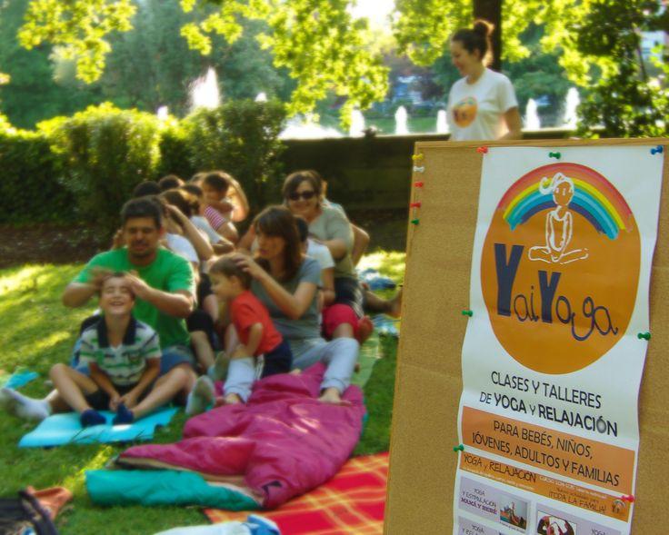 Yoga en familia en Castrelos. #yogaenlanaturaleza #yogainnature #familyyoga