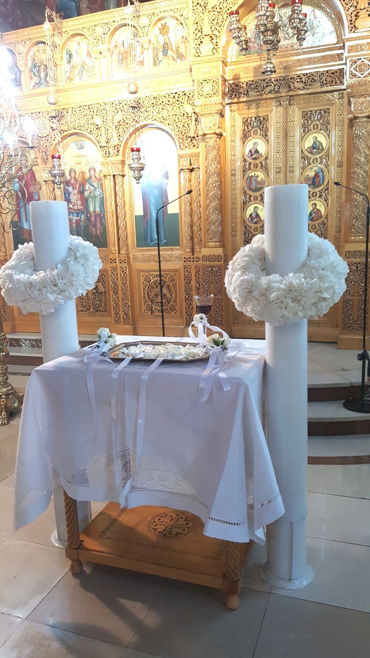 λαμπάδες γάμου με στεφάνι ορτανσίας.