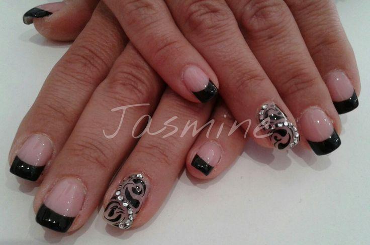 Nail art black. French nera gel