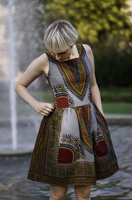 Sukienka Addis Abeba srebrna