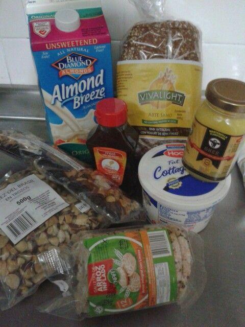 Mercadito saludable: Queso cottage bajo en grasa - ghee (mantequilla clarificada) - Pan integral - leche de almendras - miel - frutos secos - galletas de arroz