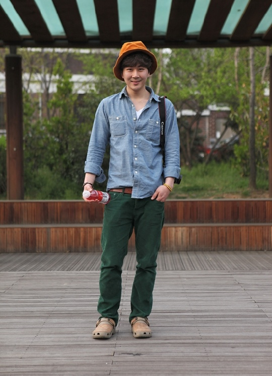 uniqlo denim shirt, korea street fashion, seoul style, fashion bloggers