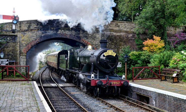 The Severn Valley Railway is a 16 mile-long heritage railway line that runs from Kidderminster in Worcestershire to Bridgnorth in Shropshire, following the River Severn for much of its route.