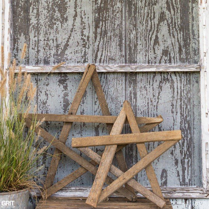 Craft Easy Tobacco Stick Stars and Gates.  These would look so cool on our white vinyl fence with a garland swag at Christmas time!