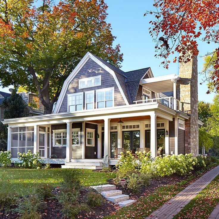 A Beautiful Shingle Style Home With Classic Architectural Features Fallcolors Midwestmoment Houseportrait A Architecture Shingle Style Homes House Exterior
