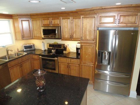 Kck kitchen cabinets sandstone rope cabinets solid for Birch wood kitchen cabinets