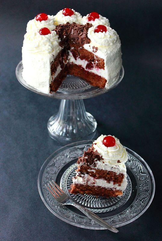... de la Forêt-Noire », est un gâteau monté à partir de géno