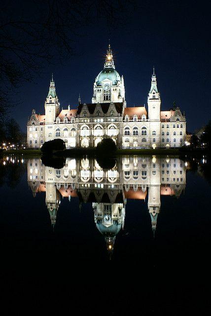 Neues Rathaus, Hannover, Germany - gefunden und gepinnt vom Immobilienmakler in Hannover: arthax-immobilien.de