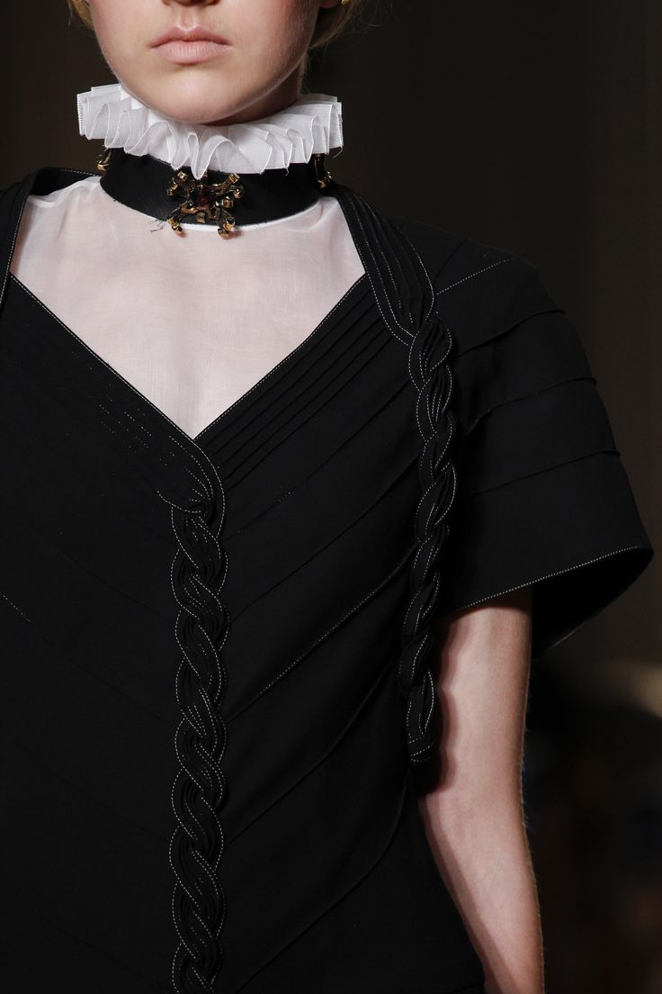 Valentino Fall 2016 Couture Fashion Show Details