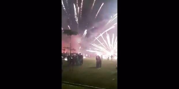 Les images terrifiantes d'un feu d'artifice qui tourne mal : 10 blessés (VIDEO)