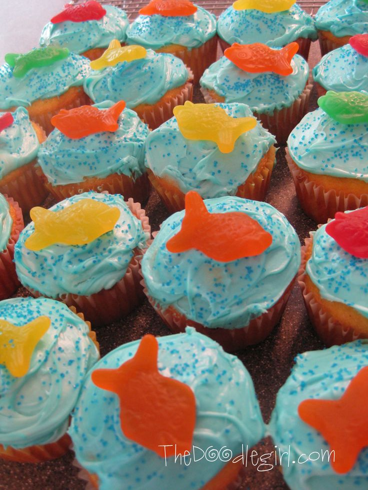 Super easy to do.  I know we have to buy store bought cupcakes but can ask for them to be color of the sea and we can add the gummy fish