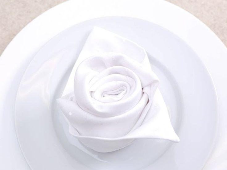 DIY Anleitung: Serviette In Form Einer Rose Falten Via DaWanda.com