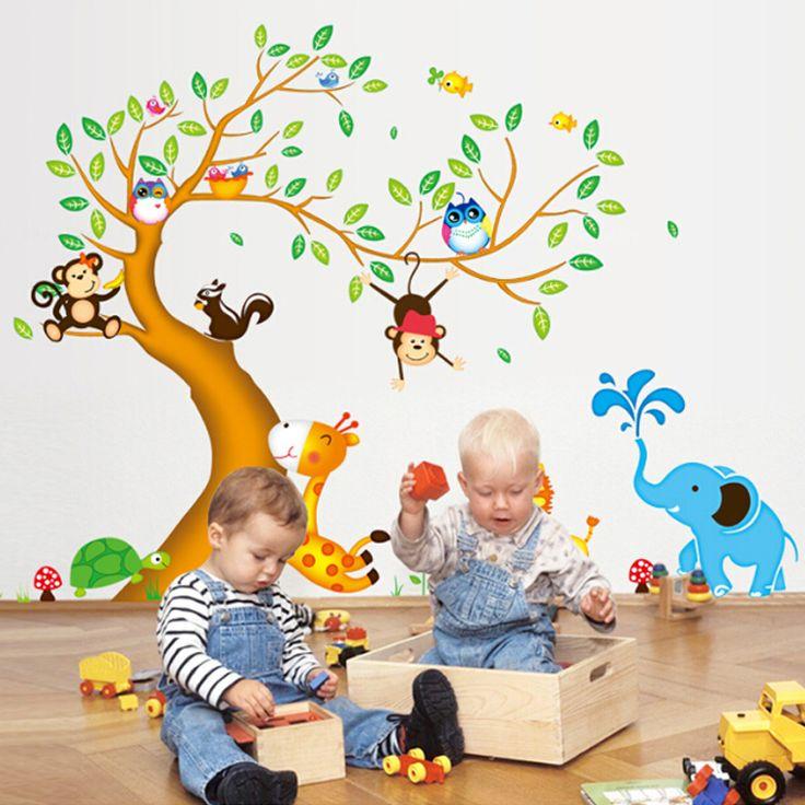 Zöld levelű fa zsiráffal, zebrával, majmokkal, baglyokkal.  #gyerekszobafalmatrica #falmatrica #gyerekszobadekoráció #gyerekszoba #matrica #faldekoráció #dekoráció