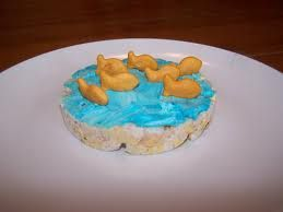Floating Fish:  Put blue tinted cream cheese on a rice cake. Add goldfish for a fun snack for ocean or fish theme.: Fun Food, Kid Snack, Rice Cakes, Snacks, Healthy Snack, Goldfish, Cream Cheeses