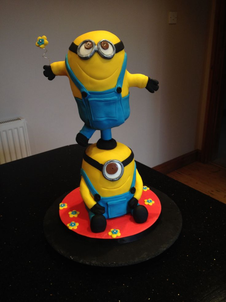 Balancing minion cake using cake frame for my niece Eden. The minions danced all the way in the car but arrived intact