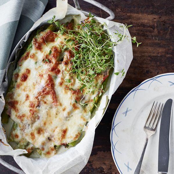 Aspargesgratin med skinke, mozzarella og gorgonzola