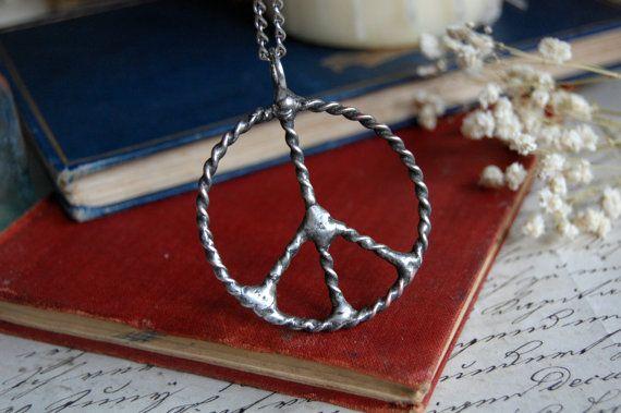 Pendentif signe de paix collier hippie païen wiccan par VeryMeadow