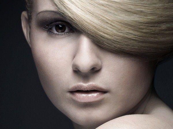 capelli grigi capelli bianchi combattere coprire camuffare eliminare far sparire liberarsi dei capelli bianchi aceto impacco rimedi naturali metodo naturale