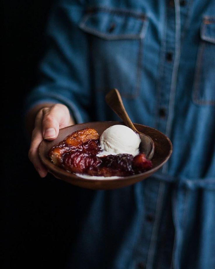iiiiiiiiiit's finally Friday! Make a sweet treat, friends, and enjoy your weekend! 💛 . http://thekitchenmccabe.com/2016/09/20/spiced-wine-plum-tart-tatin/ . #foodphotography #foodphotographer #marthabakes #thebakefeed #instabake #tart #tartetatin #stonefruit #plums #wine #dessert #bakersofinstagram #feedfeed @thefeedfeed #yahoofood #buzzfeast #buzzfeastfood #slowliving #theartofslowliving #growyourown #wsbakeclub