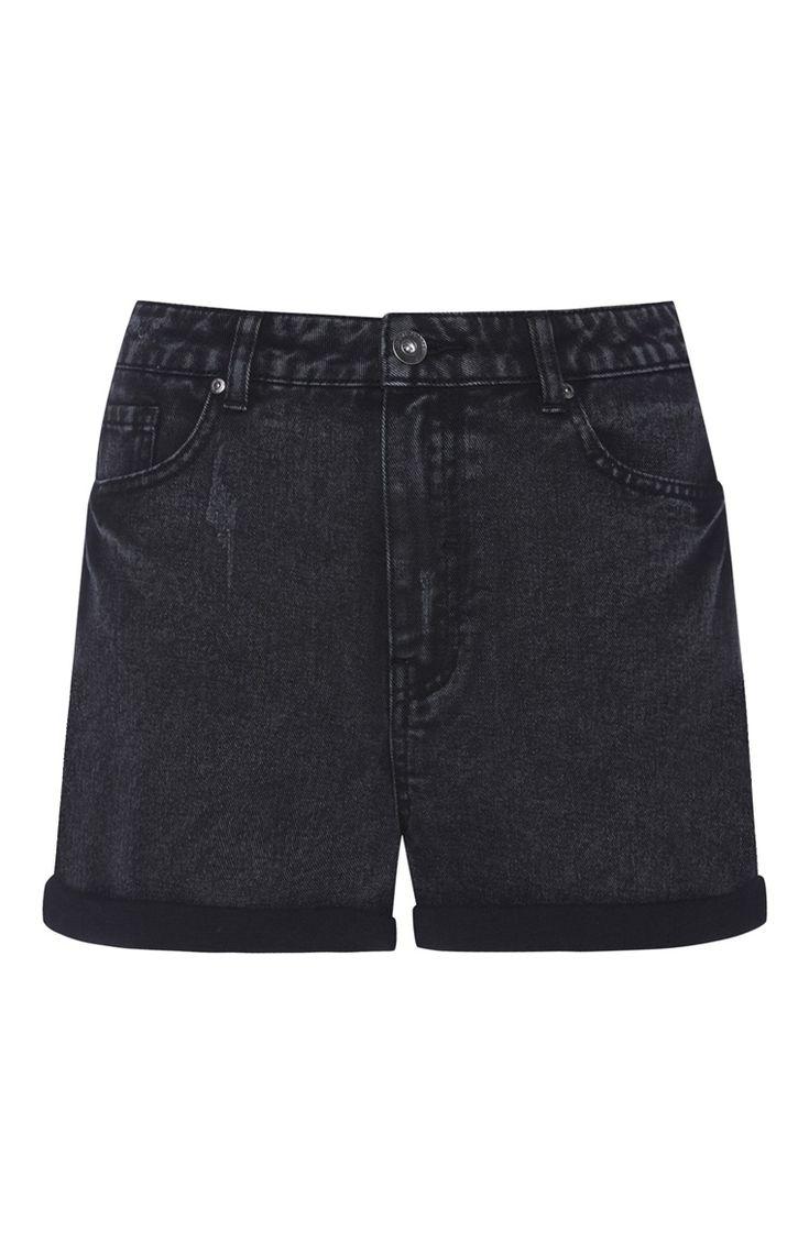 Schwarze, ausgewaschene Shorts mit hoher Taille
