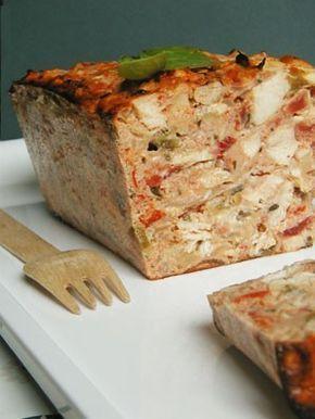 terrine de poulet basquaiseIngrédients (4/5 personnes)      500 g d'escalopes de poulet     800 g de tomates bien mûres     1 poivron rouge     1 poivron vert     2 gousses d'ail     1 oignon     1 c. à soupe de basilic haché (ou autre herbe)     1 c. à soupe de thym     6 œufs     50 g de parmesan râpé     10 g de beurre     3 c. à soupe d'huile d'olive     Sel et poivre 30mn a 220 °c au four 3h au frigo 23/10/2007