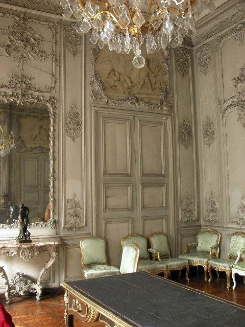 Boiserie with grisaille paintings
