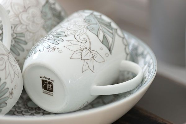Ook is het #Zinnia servies te verkrijgen met grijs-witte illustraties met o.a. & 8 best Servies images on Pinterest | Bowls Serving bowls and Dinnerware