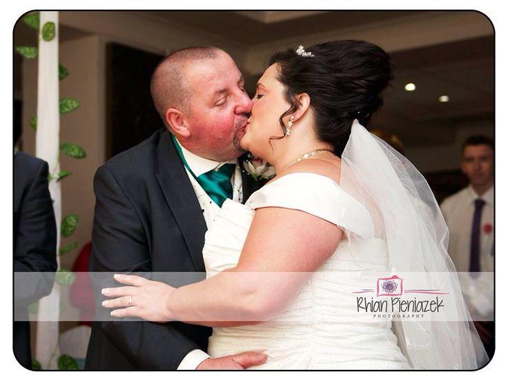 Weddings. First kiss. Rhian Pieniazek Photography.