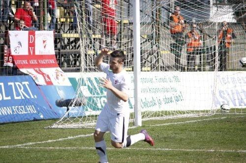 Hiába lőtte a hálóba a labdát Rudolf Gergely, a játékvezető les címén érvénytelenítette azt. Siófok - DVTK 3-0 (1-0)