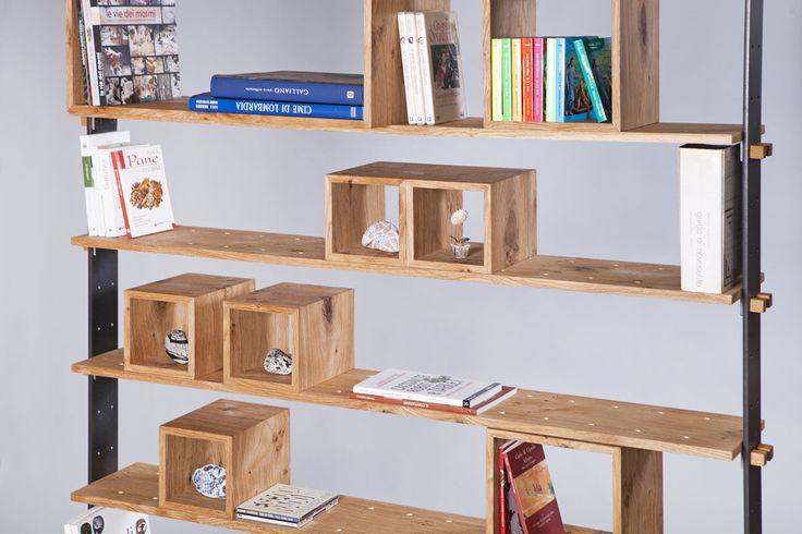 """La versatilità di """"Legno al cubo"""" è data dalla possibilità di usare la libreria come elemento divisorio di una stanza. Inoltre, è possibile agganciare un tirante ancorato al soffitto per mantenere il senso di leggerezza. Design bookcase made in Italy by Semprelegno."""