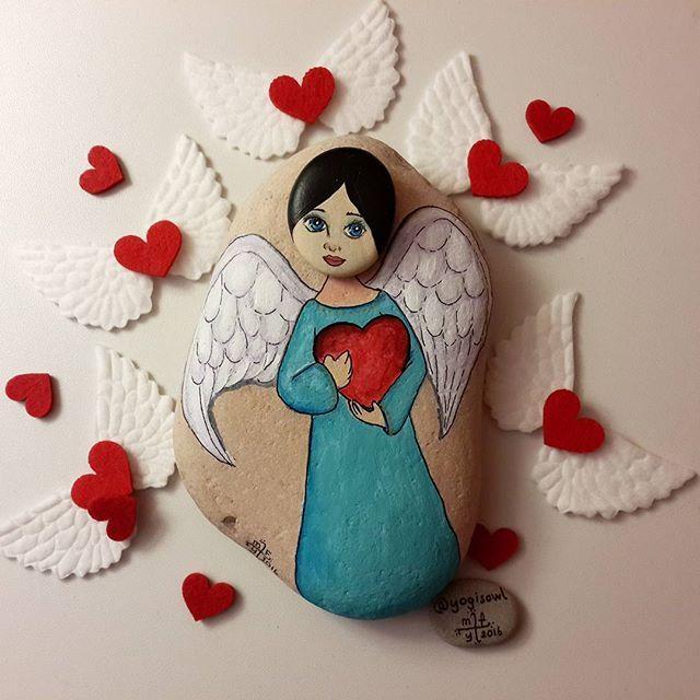 Good night.. İyi geceler.... My guardian angel... Koruyucu meleğim... #taşboyama #stonepainting #rockpainting #pebblepainting #pebbleart #piedraspintadas #sassidipinti #guardianangel #love