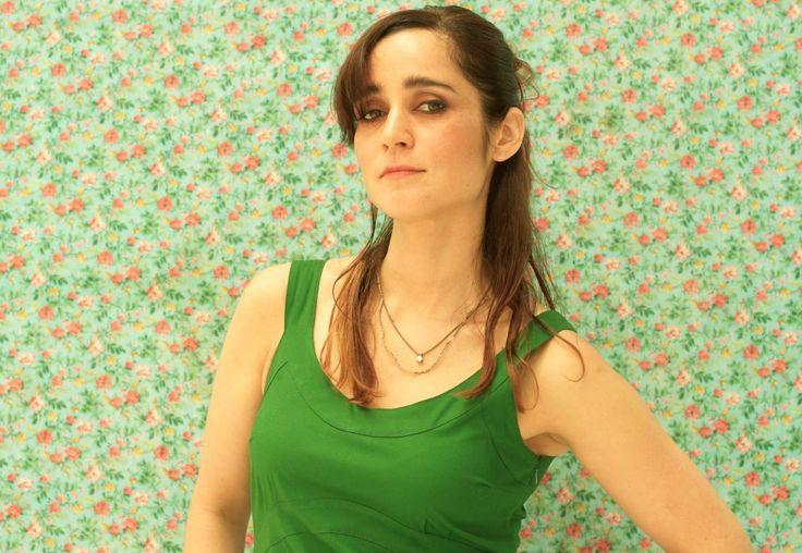Julieta Venegas rejuvenece su sonido y su imagen. Videoclip de Te Vi