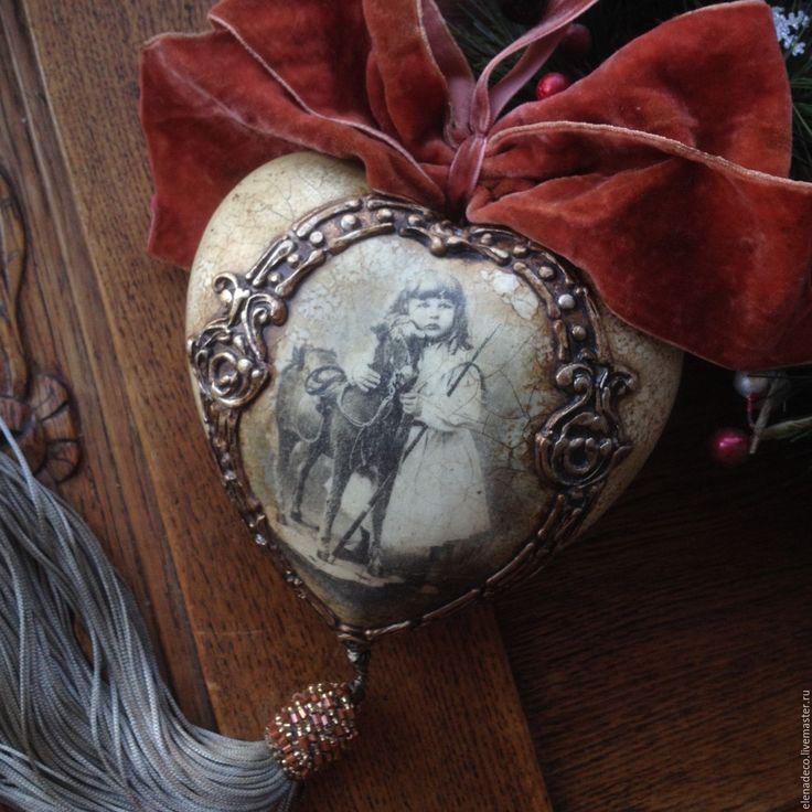 Купить или заказать 'Старый фотоальбом. Девочка с лошадкой' Интерьерное сердце. в интернет-магазине на Ярмарке Мастеров. РЕЗЕРВ Керамическое сердце в винтажном стиле. Имитация металла, кракле, старение. Единственный экземпляр. Без повтора.