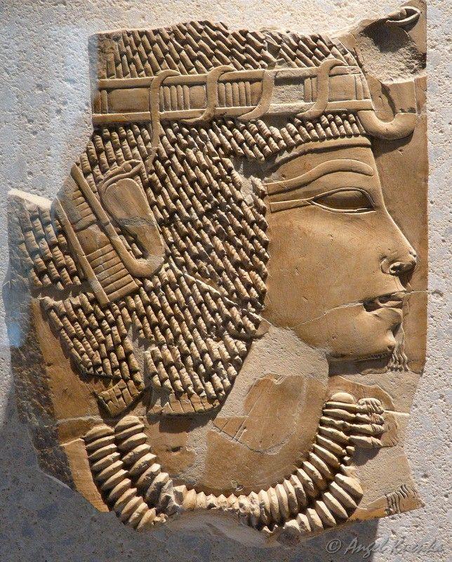 Relieve representando al faraón AMENHOTEP III de la Dinastía XVIII (Reinado 1390 a 1353 a.C.). Hallado en su tumba sepulcral del Valle de los Reyes.