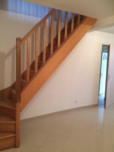 cage d'escalier n°1 qui mène à l'étage // TEXAS Bâtiment - texasbatiment@orange.fr - Tél 0622751527-0141810290