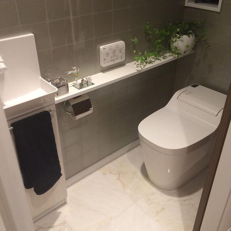 """88 Likes, 14 Comments - ウォールナット (@walnatmooo) on Instagram: """"1Fトイレ❣床のタイルがお気に入りです☻ 予算の都合で2Fトイレはタンクあり(ฅ'ω'ฅ) (ずっとタイルと思っていたら、タイルではなくて石であることに気付いた今日この頃) *…"""""""