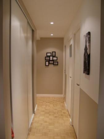 Peinture d'un couloir étroit et assez long